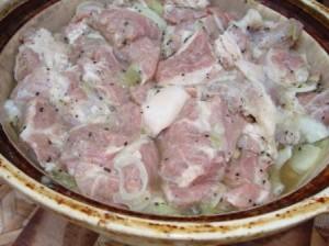 Как приготовить маринад для шашлыка из свинины - видео рецепт