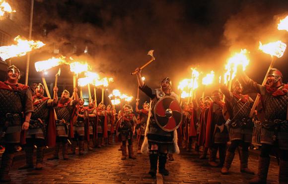 факельные шествия шотландия