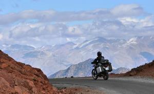 Оригинальный отдых на мотоциклах в Гималаях