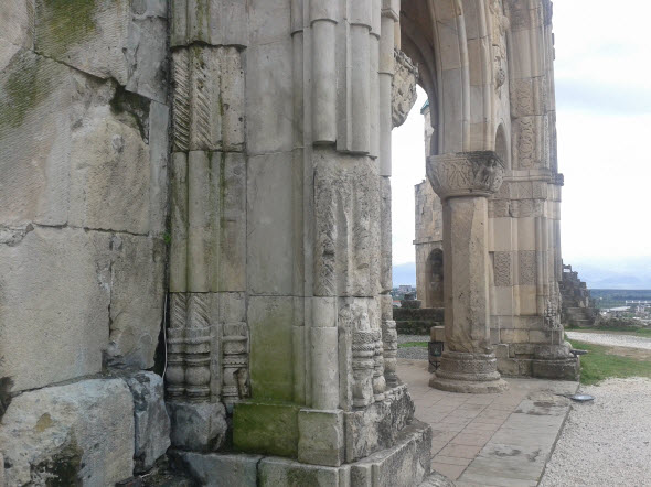 Старые орнаменты и барельефы собора Баграта